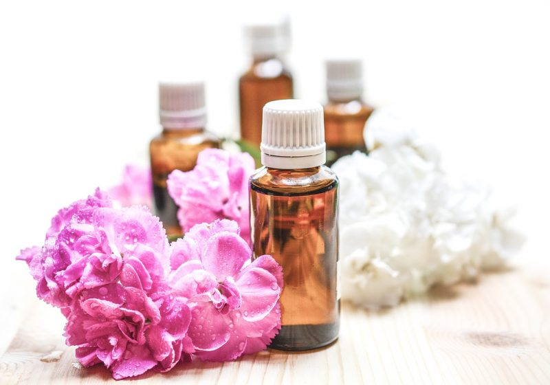 Floral natural perfumes with flowers and essential oils | The Sublime Woman