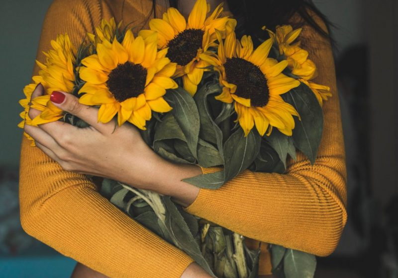 10 Commandments of a Real Woman flowers in woman's hands | The Sublime Woman