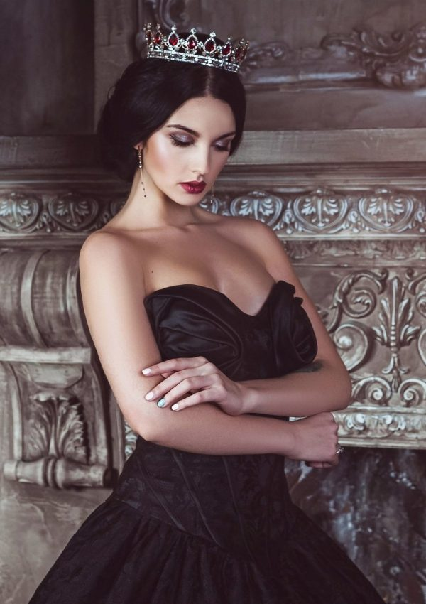 Five Oriental Feminine Archetypes: Queen